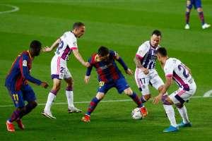 Il Barça è a un solo punto dall'Atletico dopo un difficile successo sul Valladolid