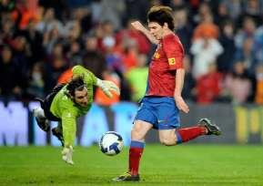 L'arbitre espagnol s'excuse pour l'annulation du but de Messi, qui aurait pu apporter le titre à Barcelone en 2014