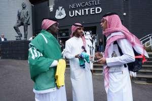 न्यूकैसल ने प्रशंसकों से नकली अरब कपड़े पहनना बंद करने को कहा