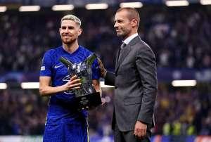 Giorgino recibe el premio al Jugador del Año de la UEFA