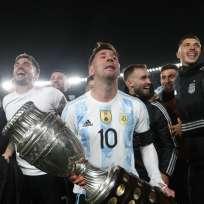 Lágrimas en los ojos de Messi - levantó un trofeo con Argentina