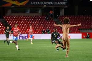 Il tifoso del gol ha preso d'assalto il campo e ha interrotto Granada - Man United