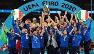 Безумная радость в раздевалке Италии после чемпионата Европы по футболу 2020