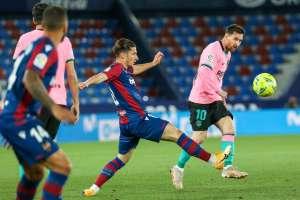 Барселона попрощалась с титулом после эффектной ничьей