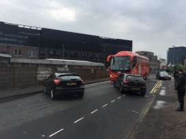 Болельщики МЮ пытались перерезать шины в автобусе Ливерпуля