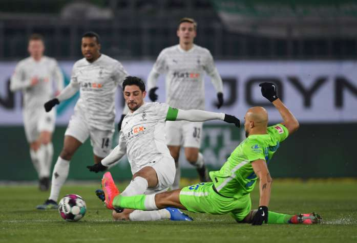 Il Borussia Monchengladbach ha concluso la serie di vittorie consecutive del Wolfsburg
