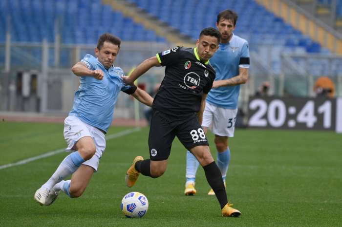 Lazio beat Spezia hard, the Eagles finished the match with 9 people