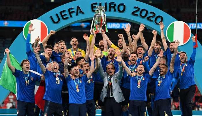 Joie sauvage dans les vestiaires de l'Italie après le titre Euro 2020