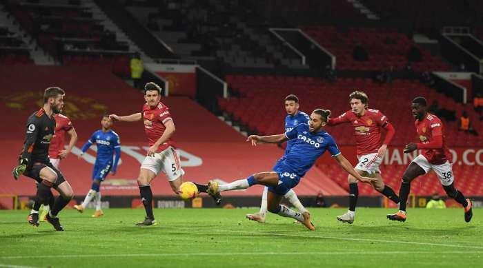 Il Manchester United ha sbagliato troppi tiri e ha mancato il successo contro l'Everton in un thriller di 6 gol