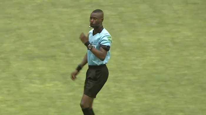 Partido de Costa de Marfil se detuvo después de que el árbitro se desmayara